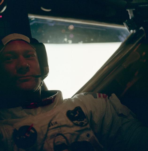 MTk2NDczMQ4646historical-photos-pt7-buzz-aldrin-neil-lunar-module-1969