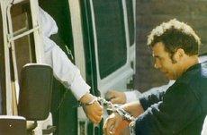 MTk5ODMxFred_-_handcuffs