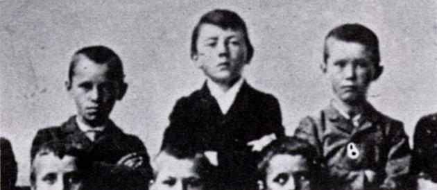MjMxOTUxMQ8686historical-photos-pt7-hitler-11-1900-leonding-primary-school_1