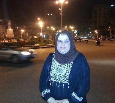السيدة التي تم الاعتداء عليها من الاخوان امام المحافظة