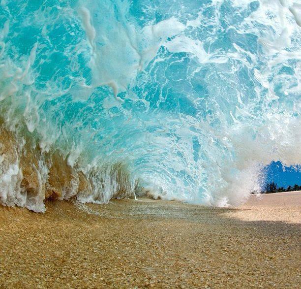 موجة قبل اكتمالها